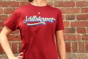 T-shirt röd, Sällskapet