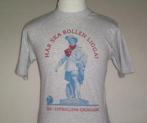 T-shirt grå, Fotbollens grundare