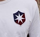 Vit långärmad t-shirt med ÖIS gamla emblem